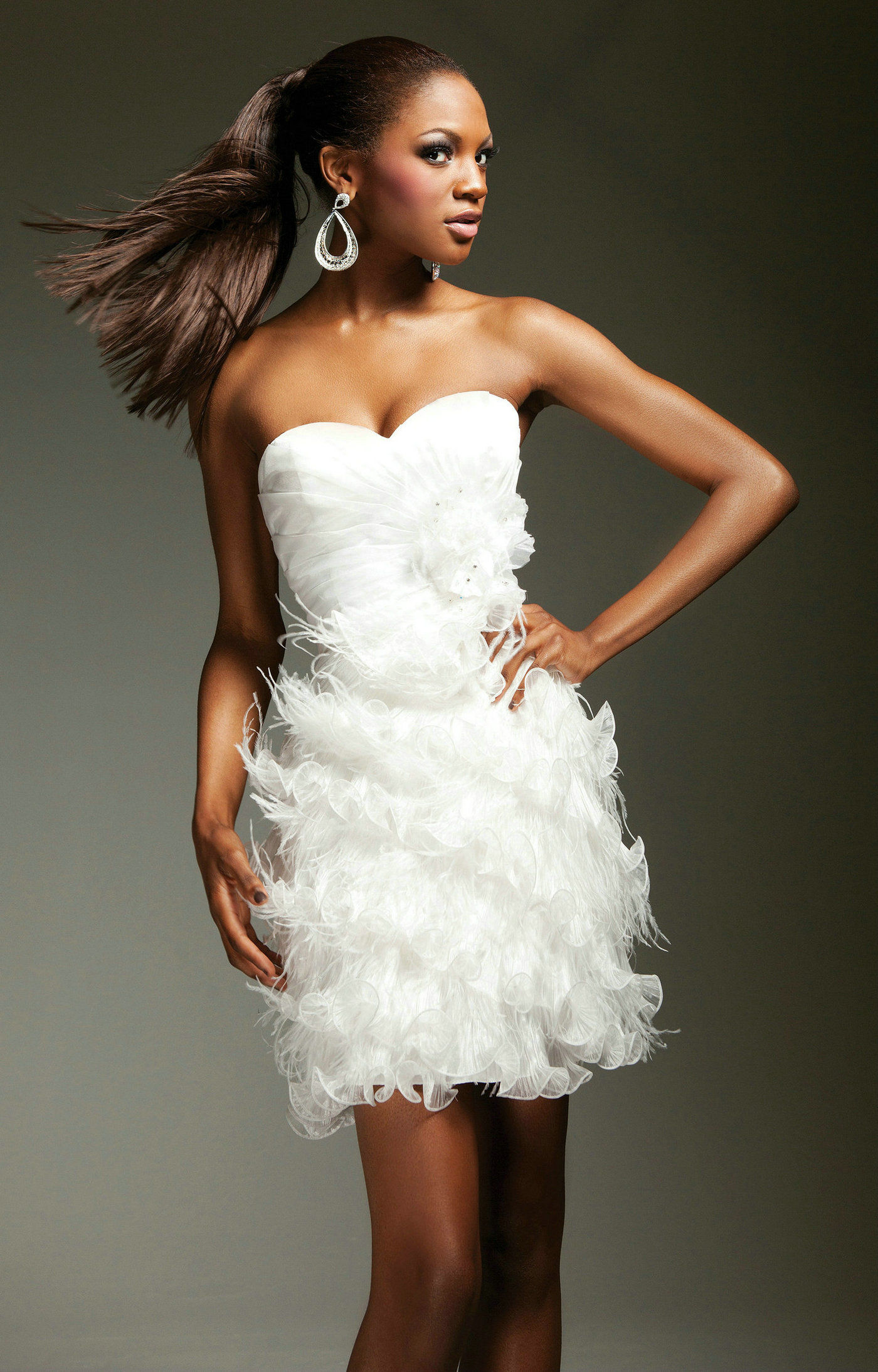 The 3rd dress the city magazine for Wedding dress with feathers on bottom